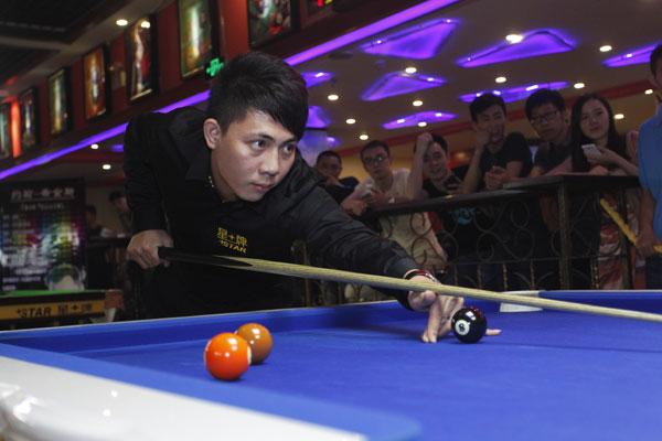 郑宇伯再胜中式台球洋高手 近期三次夺双料冠军图片